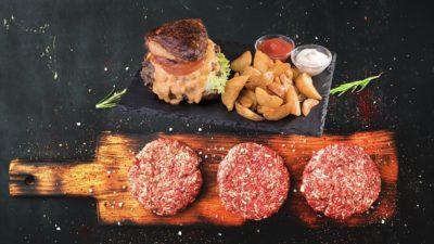 Leckerer Burger Menü bei Aladdin Restaurant in Schwentinental